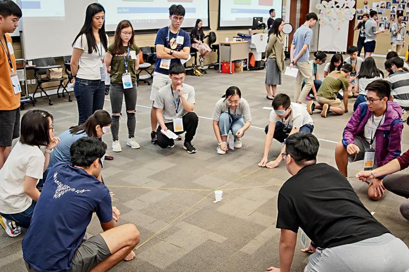 學習專業知識以外,學生更可藉着「領袖無界限(Leadership Beyond Borders)」課程,擴闊視野,以及培養領導技能及團隊合作精神,為未來成為領袖,帶領及推動行業變革做好準備。