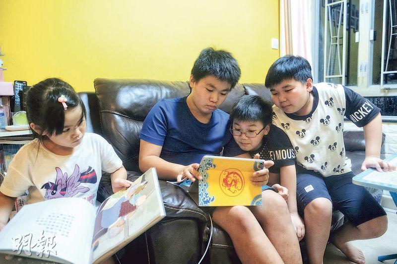 兼顧3子女網上上課 伴讀媽媽喊吃力