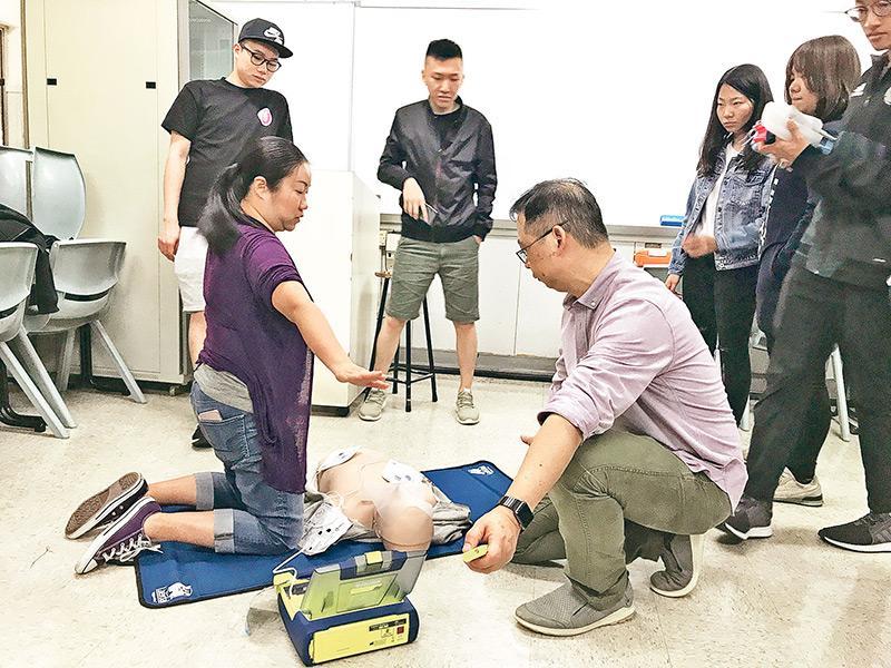 學員可透過「救護實務」選修科目群組了解救護工作,包括認識救護設備及有關使用方法。