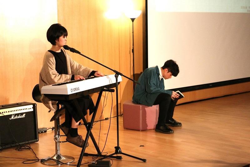 學員有機會參與原創音樂劇《不。記》的製作和表演。