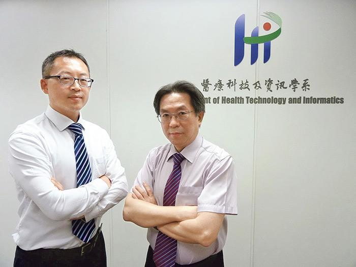 香港理工大學醫療科技及資訊學系蔡璟教授(左)及葉社平教授(右)