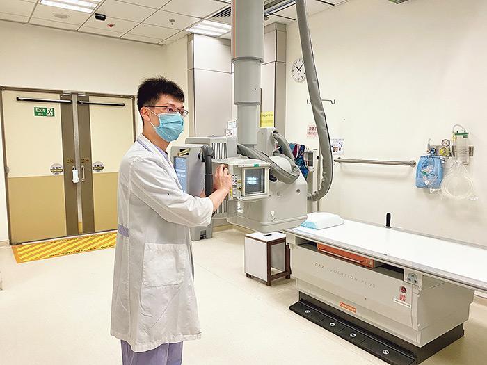 理大「醫學物理理學碩士學位」課程學生曾志焱,現職醫院二級放射師。
