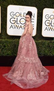 不少傳媒選擇穿著Zuhair Murad露背裙的莉莉哥連斯是今年金球獎最佳衣著女星之一。