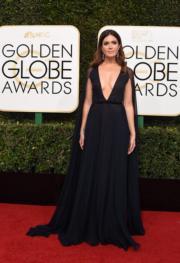 歌影雙棲的Mandy Moore,穿著Naeem Khan的大deep V晚裝,不少傳媒叫好。