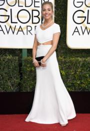 擔任頒獎嘉賓的施安娜米勒(Sienna Miller),穿著Michael Kors白色長裙,陪襯Tiffany珠寶,令人眼前一亮。