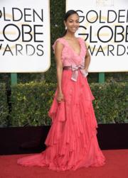 擔任頒獎嘉賓的素兒莎丹娜(Zoe Saldana),選擇了Gucci粉紅色系晚裝。