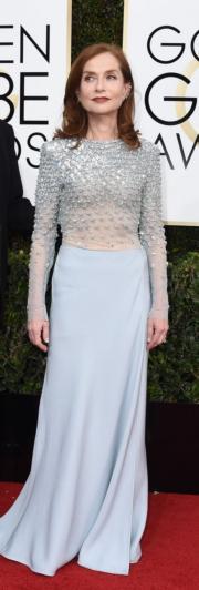 獲獎無數的伊莎貝雨蓓(Isabelle Huppert),憑《烈女本色》首度獲金球獎提名即封后,她亦貫徹法國女星的品味,以清淡優雅為主調。