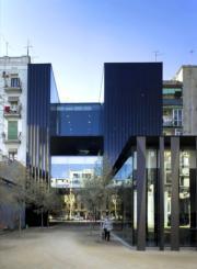 西班牙聖安東尼‧琼奥利弗圖書館,老年中心與坎迪達佩雷斯花園 (普利茲克建築獎網站圖片/Eugeni Pons)