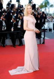 「一種關注」評審主席奧瑪花曼身穿淡粉紅的Versace晚裝到場。