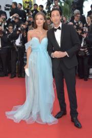 金像影帝艾恩布迪與女友Lara Lieto結伴現身。