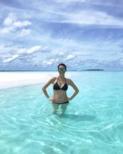 杏兒懷孕初期到馬爾代夫度假,穿三點式泳裝更曲線玲瓏。