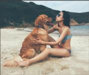 一人一狗在傾心事?Kary也曬一曬長腿。