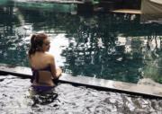 泳池拍照是指定動作。