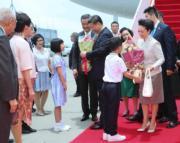 6月29日,國家主席習近平與夫人彭麗媛抵港。(新華社)