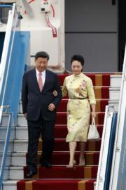 2015年11月,國家主席習近平訪問越南,夫人彭麗媛隨行出訪。(法新社)