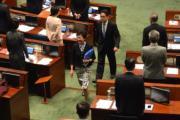2017年7月5日,特首林鄭月娥(中)以旗袍造型出席立法會答問大會。(明報記者攝)