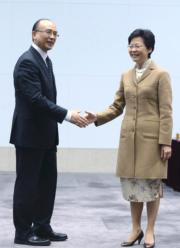 林鄭月娥(右)(2013年資料圖片)