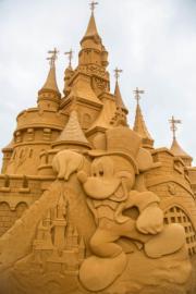 米奇老鼠與城堡沙雕(法新社)