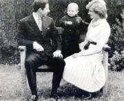 (左起)查理斯、威廉王子、戴安娜(黑白資料圖片)
