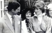 查理斯(左)與戴安娜(右)(黑白資料圖片)