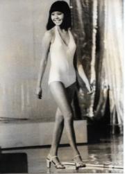 1976年港姐泳裝的款式較低胸,圖為冠軍林良蕙。(資料圖片)