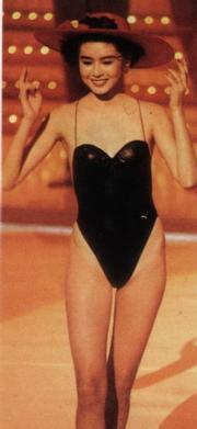 1988年港姐亞軍陳淑蘭,她穿的一件頭泳裝向高衩挑戰。(資料圖片)
