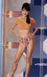 1992年的泳裝比較密實。