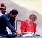 1991年9月,戴安娜(右)到訪巴基斯坦。(法新社資料圖片)