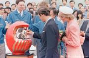 英國王儲查理斯(前左)與戴安娜(前右)(The Royal Family facebook圖片)