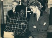 戴安娜(右)(1992年10月,法新社資料圖片)