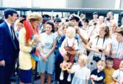 1989年11月8日,戴安娜(左二)(資料圖片)