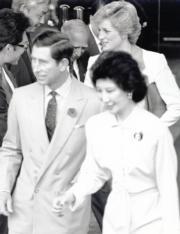 1989年11月9日,王儲查理斯與戴安娜(後)為香港會議展覽中心主持開幕儀式。前右為時任香港貿易發展局主席鄧蓮如(資料圖片)