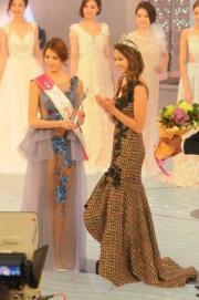 雷莊獲「最上鏡小姐」由劉穎鏇頒獎。