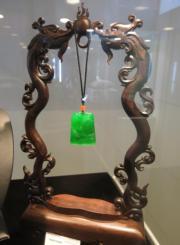 天然翡翠吊墜「山居秋暝」。估價約350萬至480萬美元。(黃廷希攝)