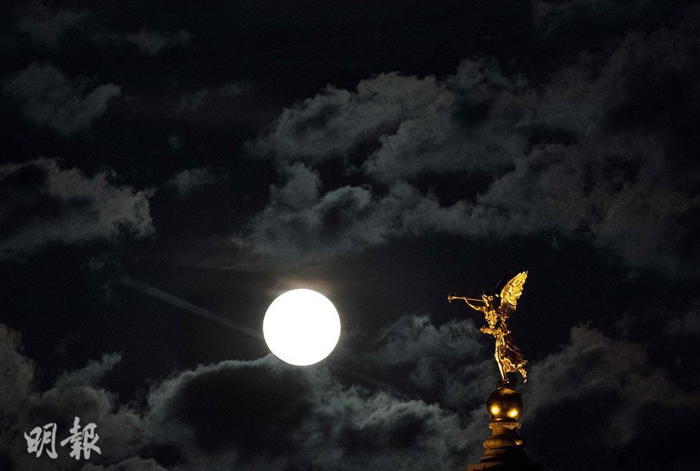 明月灑清輝