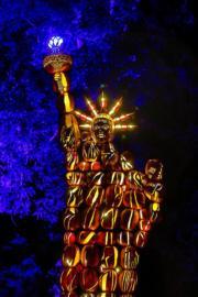 南瓜燈飾砌成自由女神像(The Great Jack O'Lantern Blaze  facebook圖片)