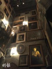 【大阪環球影城】遊覽霍格華茲城堡時,要留心這些畫像,畫中人隨時跟你聊天。(黃廷希攝)