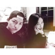 雙宋來港宣傳《太陽的後裔》,不少傳媒跟到實,但喬妹好識做,在Ig發放跟基哥的合照,兩人交足戲。(IG圖片)