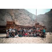 《太陽的後裔》播畢翌日,喬妹貼出劇組在沉船灣的大合照,終於不止她與基哥兩個喇!(IG圖片)