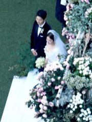 高角度...新娘子好性感呢!。(網上圖片)