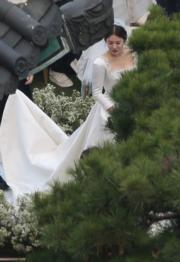 美麗的新娘子宋慧喬。(網上圖片)