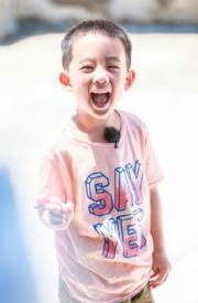 陳小春兒子Jasper的「波浪眉」,讓人感覺什麼叫做眉開眼笑。