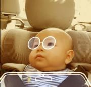 Jazz呢個新眼鏡Look又似唔似爸爸?