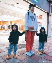 范范的品牌推出童裝系列,飛飛(左)同翔翔(右)自然是最佳模特兒。