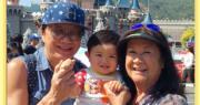 【慶祝1歲生日】許冠傑開心抱孫遊迪士尼 公主城堡前合照