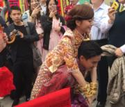 黃頌祈由背起陳嘉寶這一刻起,就負上一世照顧她的責任。(網上圖片)