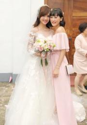 陳嘉寶與蔡穎恩是同期出道的好姊妹。陳嘉寶結婚,蔡穎恩當然要陪嫁﹗(網上圖片)