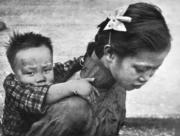 女代母職,照顧弟弟,從前是理所當然。(圖片及資料由香港社會發展回顧項目提供)