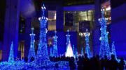 燈飾以藍色為主調。(Janice Hui攝)