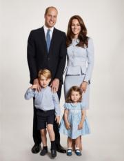2017年12月,英國Kensington Palace twitter發放劍橋公爵伉儷威廉王子和凱特、喬治小王子、夏洛特小公主的新家庭照。(Kensington Palace twitter圖片)